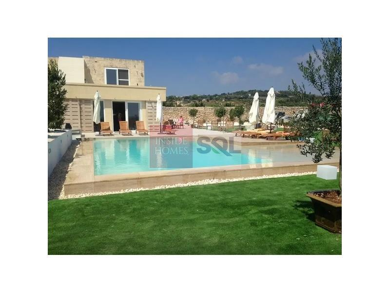 Detached Villa in Siggiewi For Sale