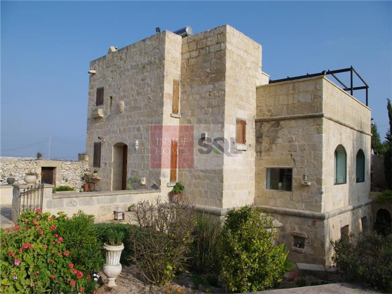 Detached House of Character in Siggiewi For Sale
