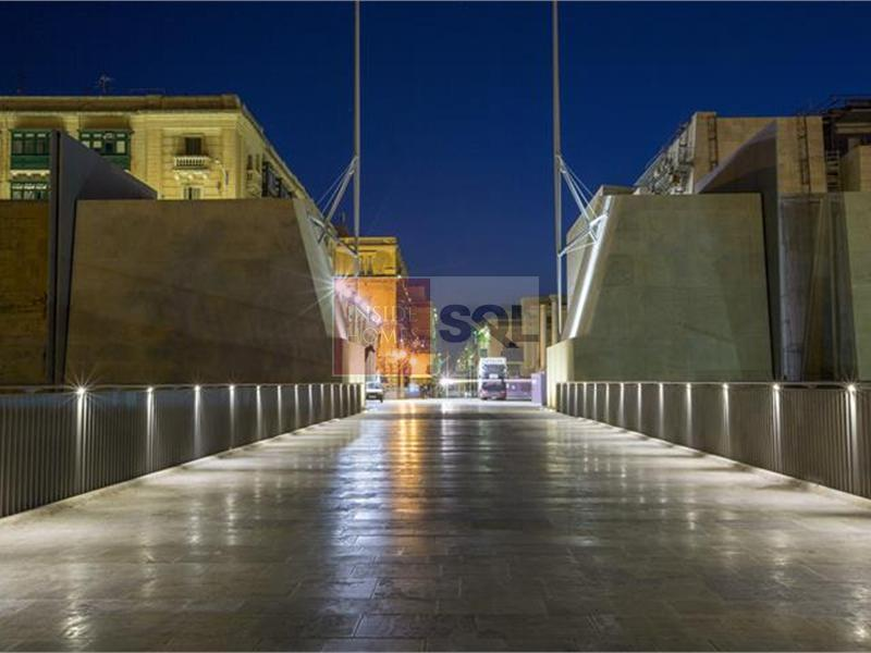 Retail/Catering in Valletta To Rent