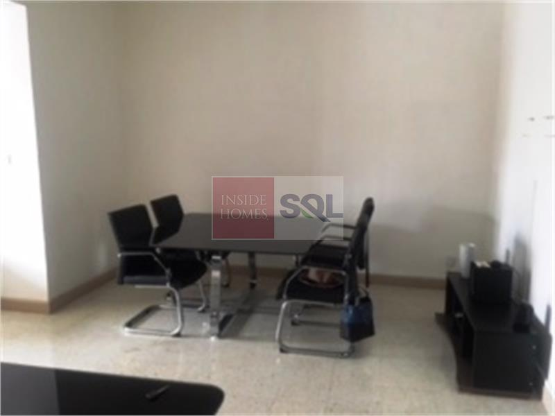 Commercial in Pieta To Let