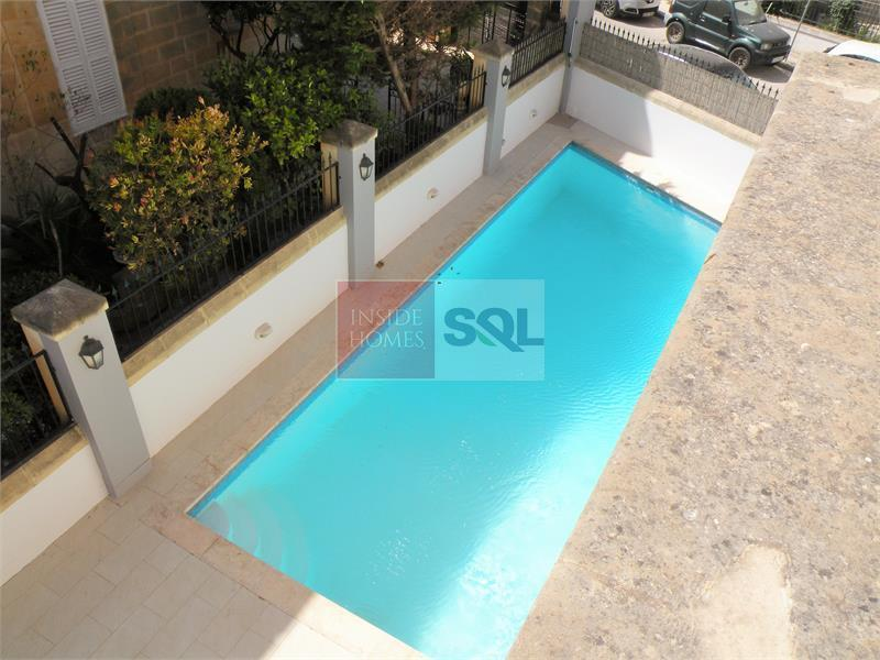 Semi-Detached Villa in Ta' Xbiex To Let