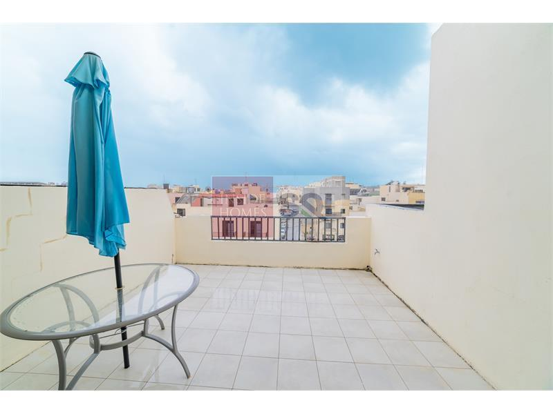 Penthouse in Mosta To Rent