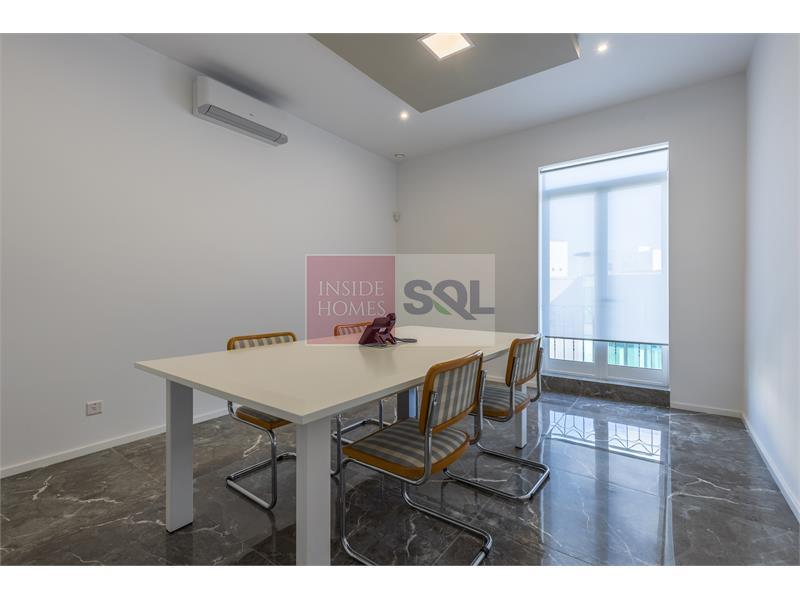 Office in Ta' Xbiex To Rent