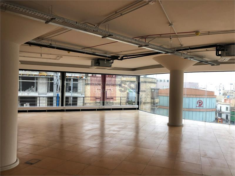2nd Floor Office in Ta' Xbiex To Let