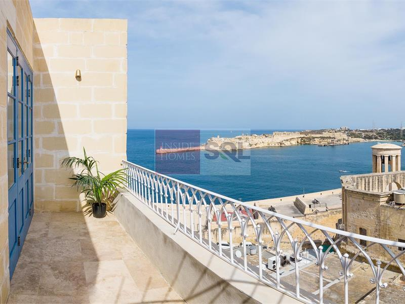Penthouse in Valletta To Let