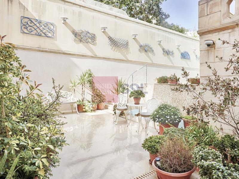Palazzo in Rabat For Sale
